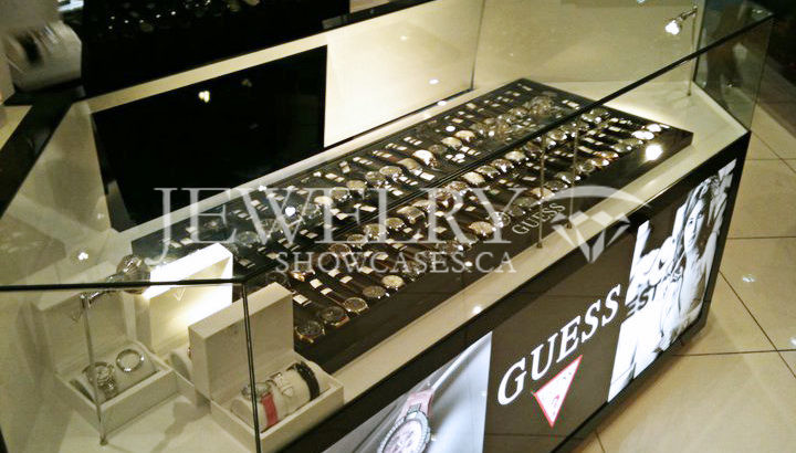 How to decorate the display cases of your store